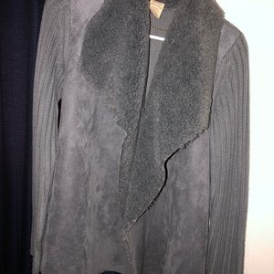 Sweaters - Grey velvet shrug with rug